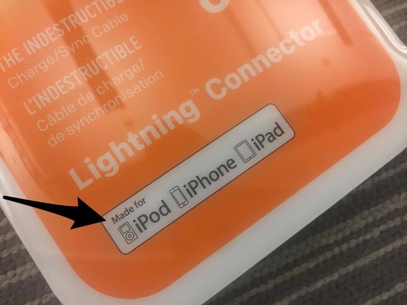 """Przykład opakowania z naklejką """"Made for iPod, iPhone, iPad"""""""