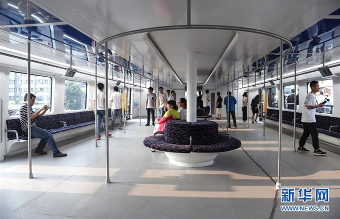 Transit Elevated Bus (TEB) w środku