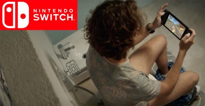 Nintendo Switch - reklama w toalecie
