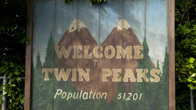 """Tablica """"Welcome to Twin Peaks - Population 51,201"""""""
