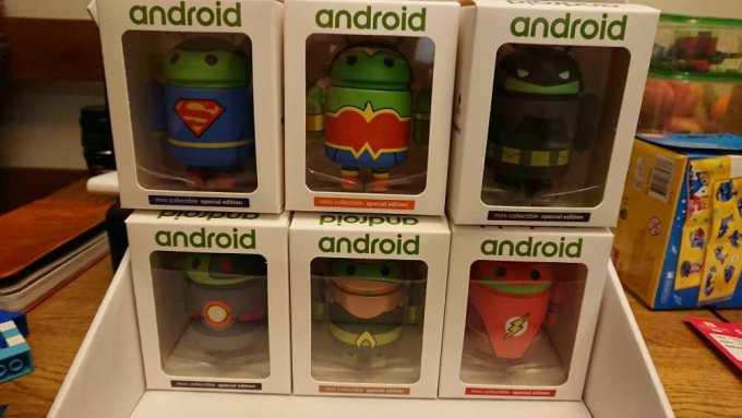 Figurki Androidów z bohaterami Ligi Sprawiedliwości
