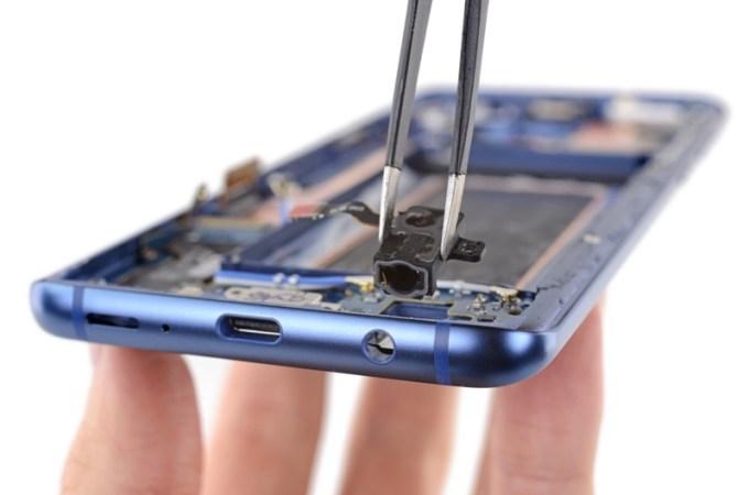 Mini jack w Galaxy S9+ (od środka)