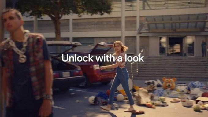 """Reklama """"Unlock"""" (iPhone X, Face ID)"""