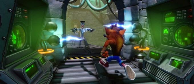 Screen z poziomu Future Tense gry Crash Bandicoot™ N. Sane Trilogy