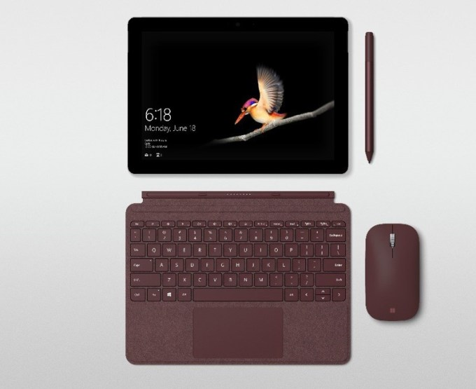 Surface Go z klawiaturą i myszą oraz rysikiem