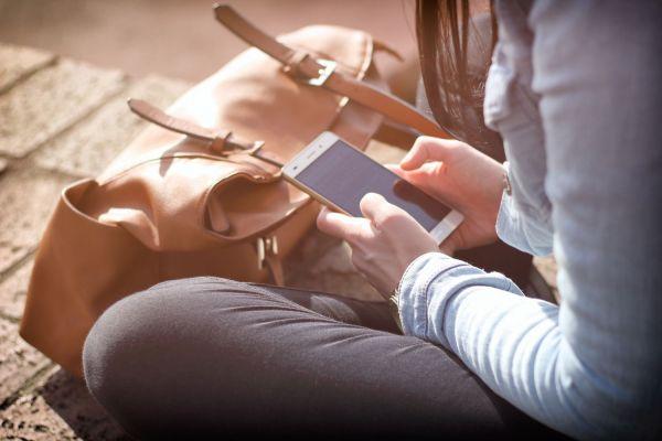 Według danych GUS Polacy wysyłają coraz mniej SMS-ów