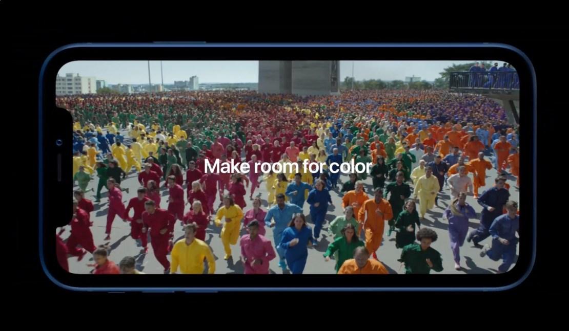 "Kadr ze spotu iPhone'a XR pt. ""Color Flood"""