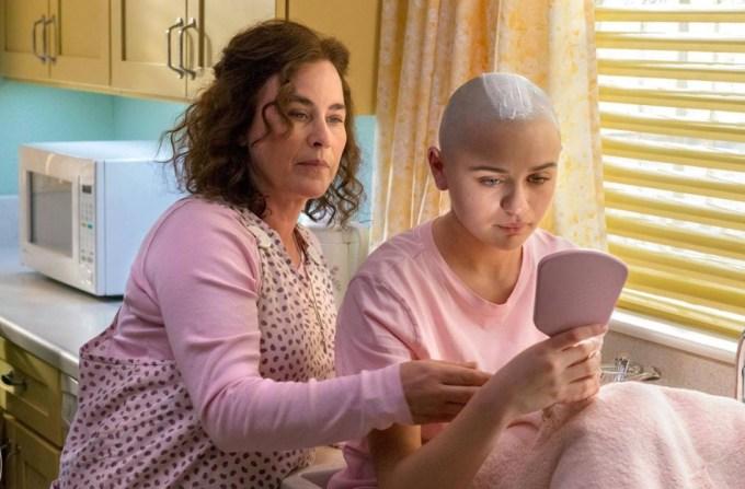 "Kadr z serialu ""The Act"" (od lewej: Patricia Arquette, Joey King)"