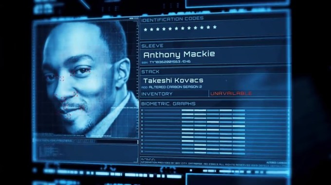 "Anthony Mackie jako Takeshi Kovacs w ""Altered Carbon 2"""