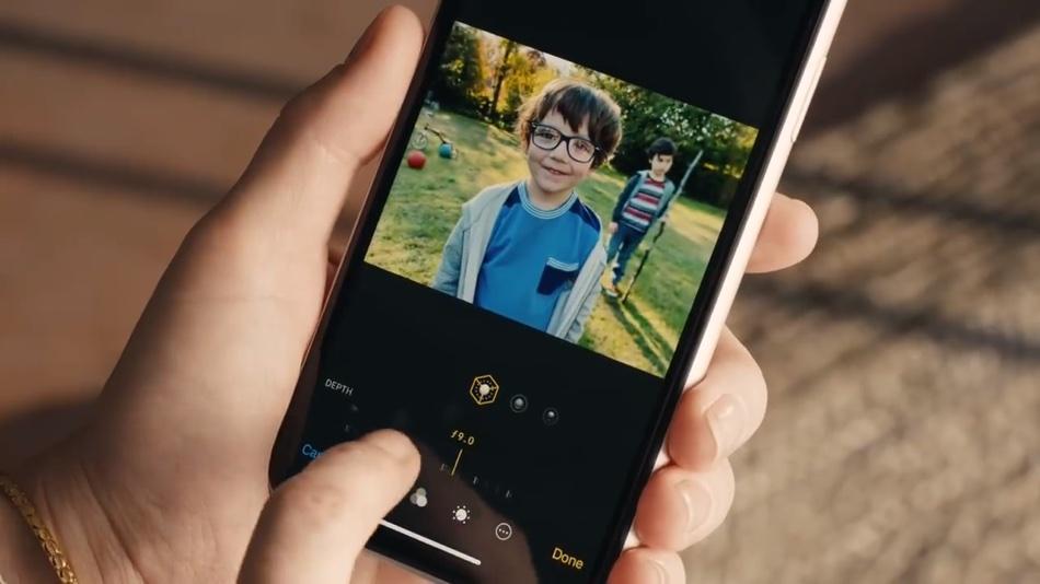 """Kadr z reklamy pt. """"Bokeh'd"""" iPhone'a XS i XR"""