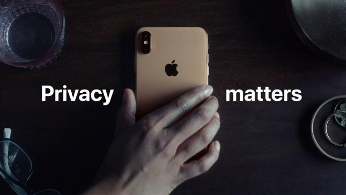 Prywatność ma znaczenie – kadr ze spotu reklamowego Apple'a