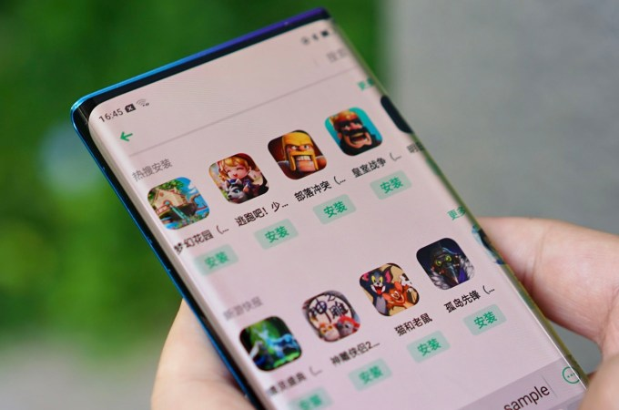 Smartfon Oppo z bezramkowym wyświetlaczem