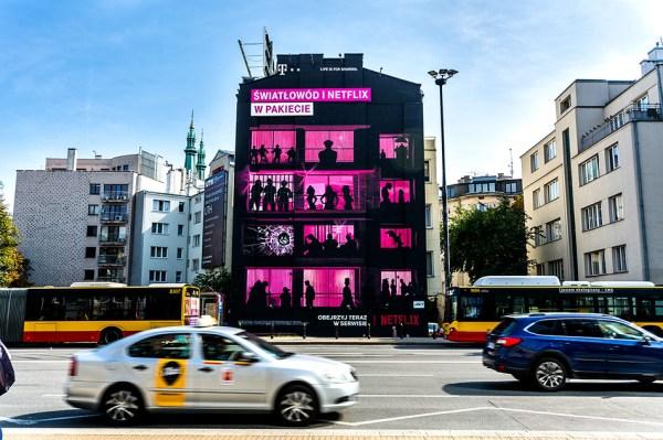 Rozpoznaj bohaterów seriali Netflixa na muralach od T-Mobile