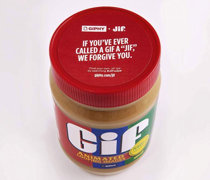 Słoik masła orzechowego Jif ze specjalnej edycji z plakietką Gif.