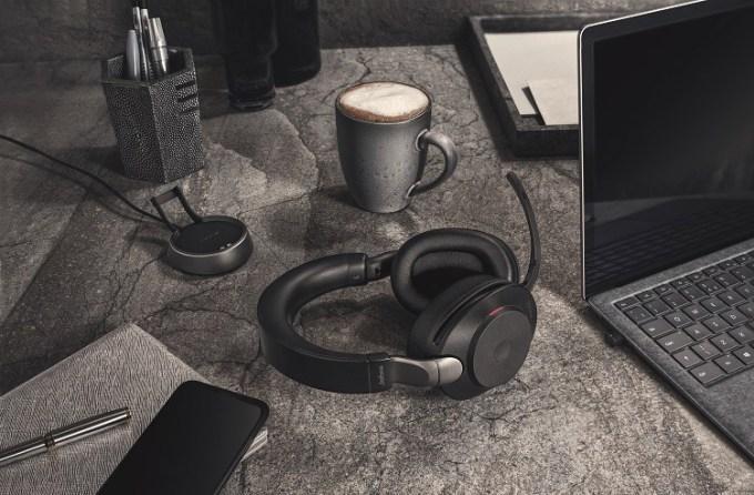 Jabra Evolve2 85 – czarne na biurku