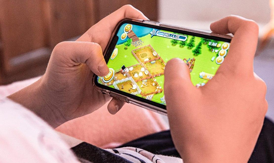 Korzystanie z gier mobilnych w domu w czasach pandemii