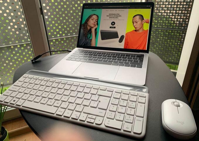 Zestaw bezprzewodowy MK470 Slim Wireless Combo w porównaniu z MacBookiem Pro