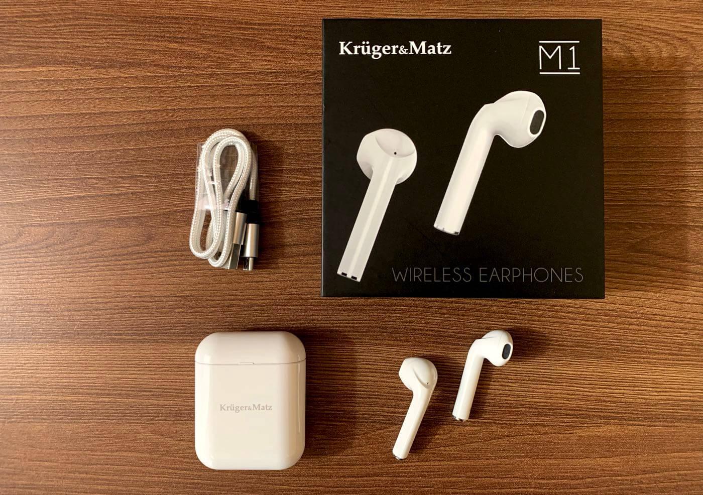 Zawartość opakowania M1 od Krüger&Matz (kabel micro USB, etui ładujące, słuchawki)