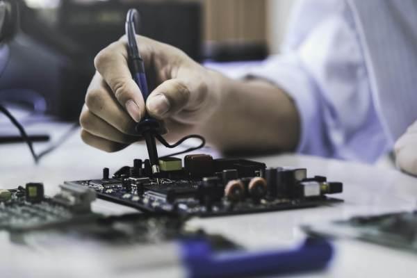 Jak rozpocząć przygodę z elektroniką?