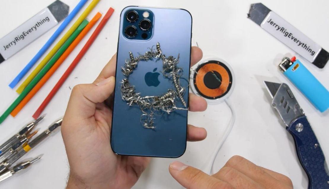 Testy wytrzymałościowe iPhone'a 12 Pro