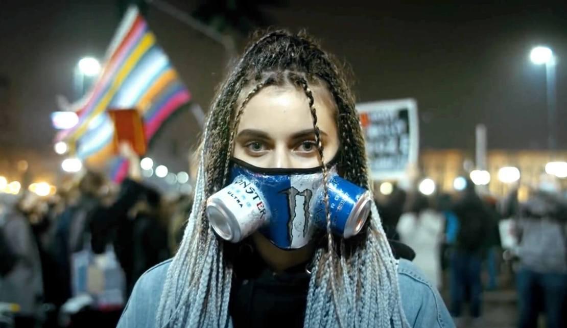 Kadr z teledysku BARANOVSKI, Ten Typ Mes - Wolność (Strajk Kobiet 2020)