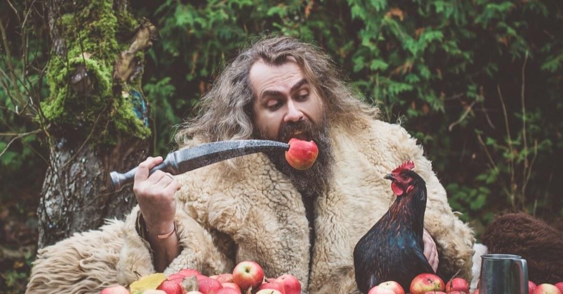 Mobile Vikings - wiking z jabłkami i kurą
