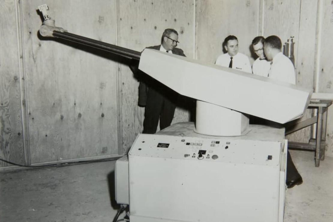 Ramię pierwszego na świecie robota przemysłowego Unimate w General Motors z 1961 r.