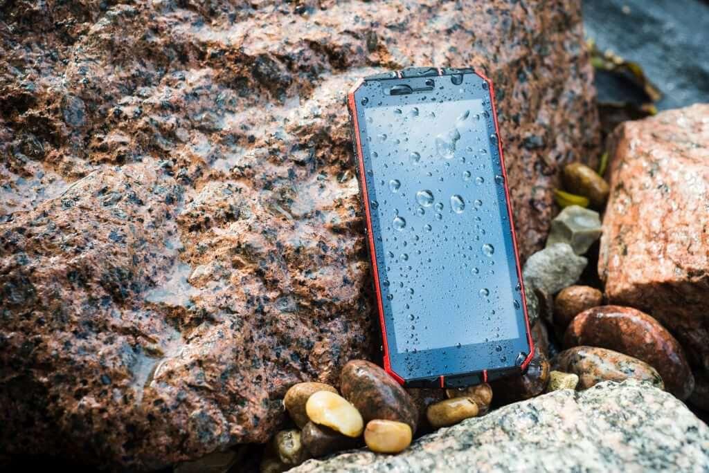 Maxcom MS507 Smart&Strong w kamieniach i na deszczu