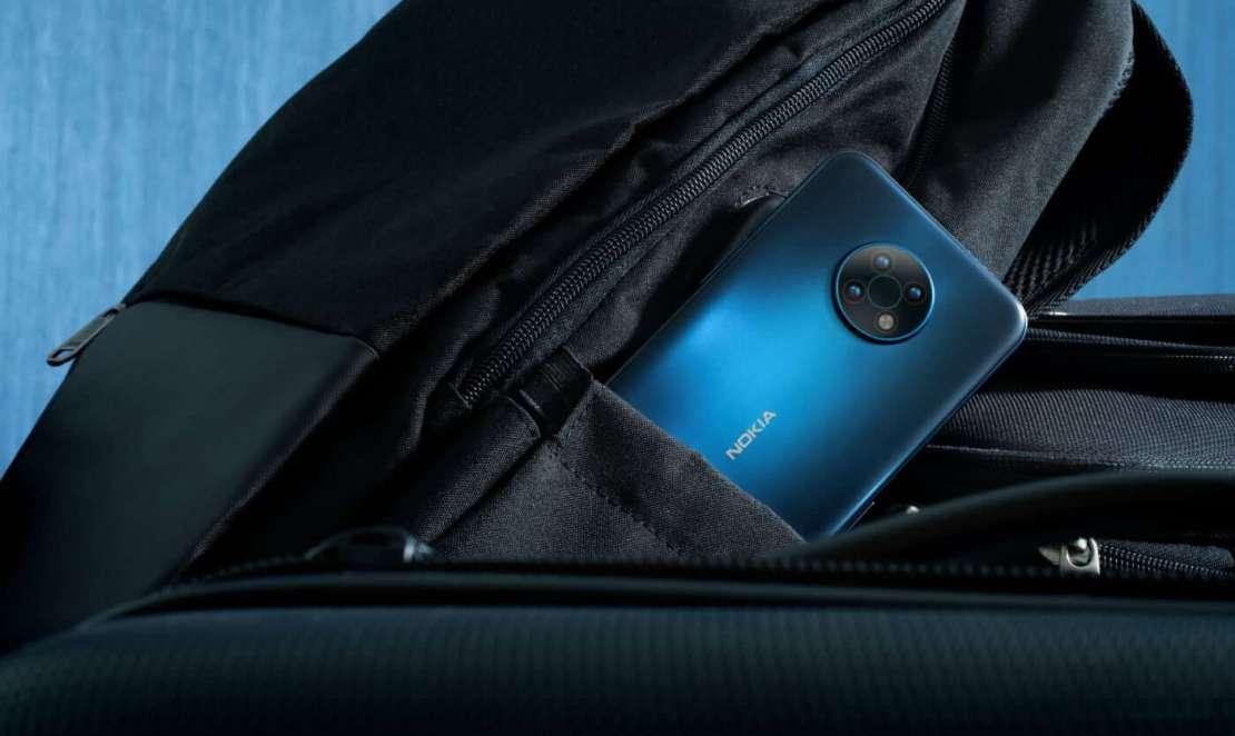 Nokia G50 w kieszeni plecaka