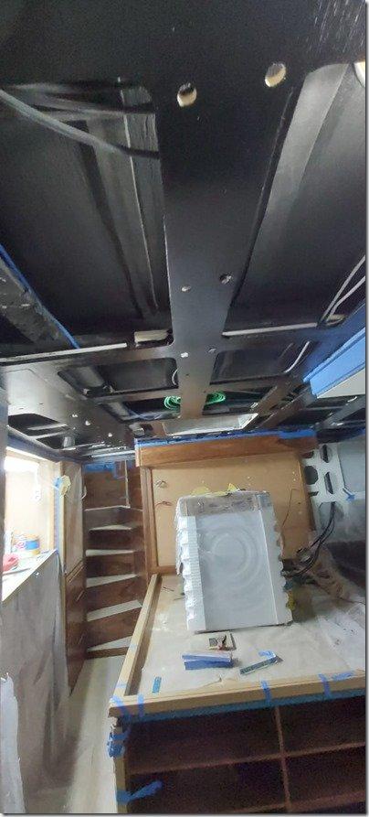 Main Cab black roof