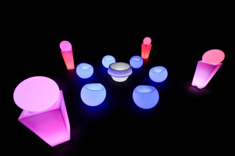 puff neon são paulo, painel de led, telão de led, aluguel de móveis para eventos em são paulo, bar e balcão para festas em são paulo é com a MOBLED a única.
