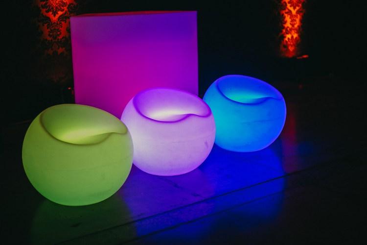 Área de atuação , alugamos mobiliário iluminado , locação de puf de led , eventos sociais , eventos corporativos