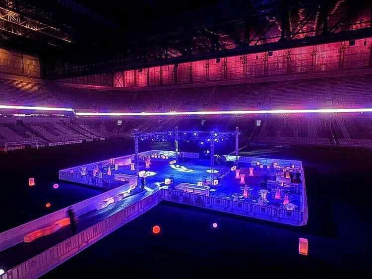 puff neon são paulo , painel de LED , telão de LED , aluguel de móveis para eventos em são paulo, bar e balcão para festas em são paulo , mobiliário para locação , de mesas bistrô
