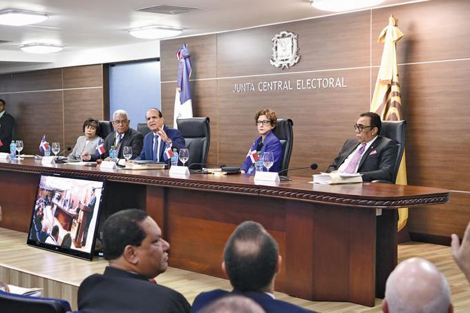 Partidos con plazo hasta hoy, mientras JCE acepta veedores