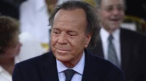 Canta. Julio Iglesias