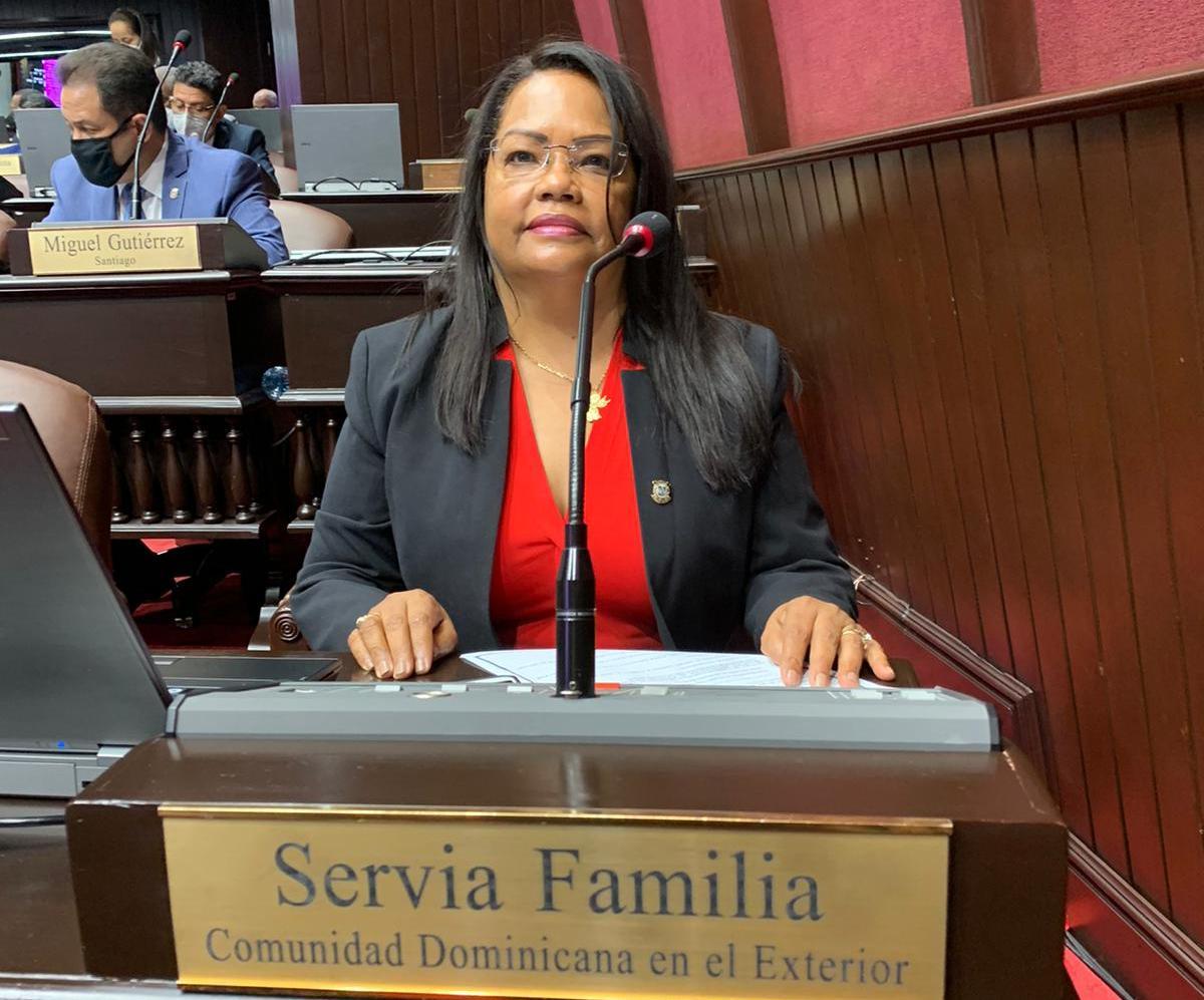 Diputada demanda eliminación de castigo de 10 dólares a dominicanos que llegan al país