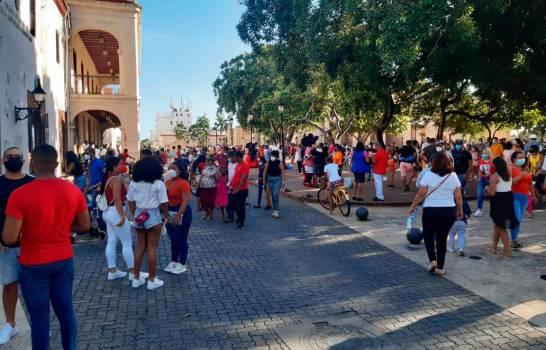 Sociólogos explican porque los dominicanos se niegan a cumplir el aislamiento y toque de queda