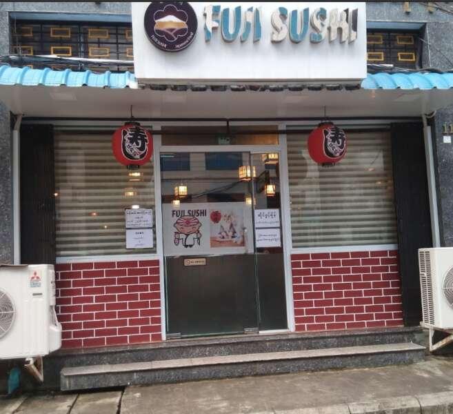 donde comer y dormir en yangon