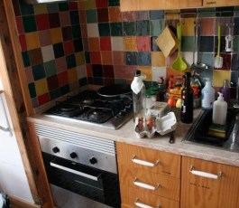 this-is-lisbon-hostel-kitchen