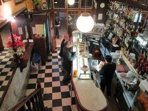 Vista del interior de este bar barcelonés ubicado en el Barrio Gótico.