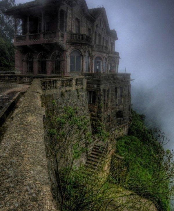 Este hotel ubicado cerca de las cataratas colombianas de Tequendema, abrió en 1928 y fue cerrado en la década de los años 90.
