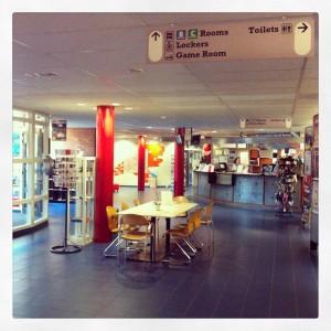 Stayokay-Vondelpark-Amsterdam-Hostel-recepción-lobby
