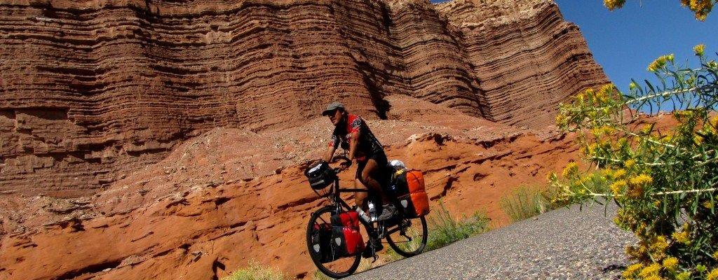 Jorge-Izquierdo-asfalto-bicicleta-pedaleando