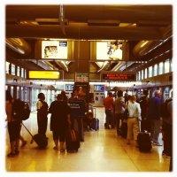 Aeropuerto-Newark-señalización-AirTrain-parada-terminal