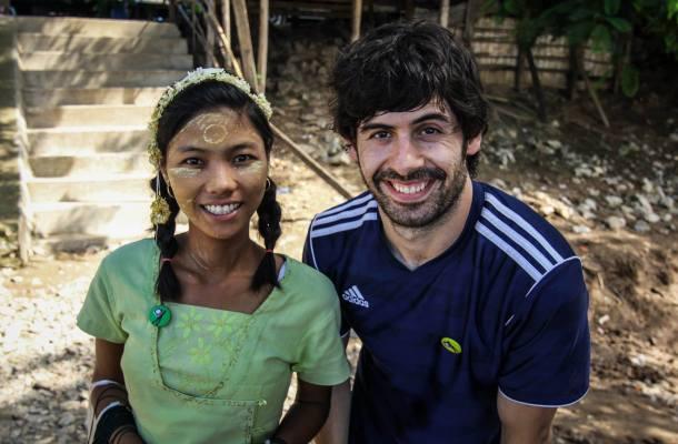 Myanmar-Birmania-Inwa-niña-embarcadero