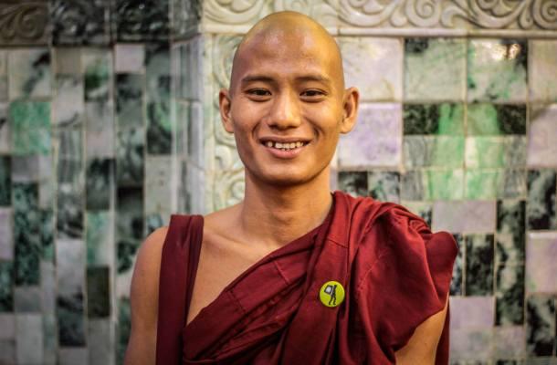 Myanmar-Birmania-Monje-budista-Indobasha