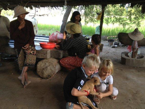 Voltalmon-vuelta-mundo-familia-Camboya