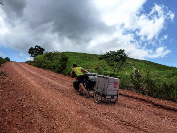 Titiribici-mochilero-sudamerica-bicicleta-marionetas-5