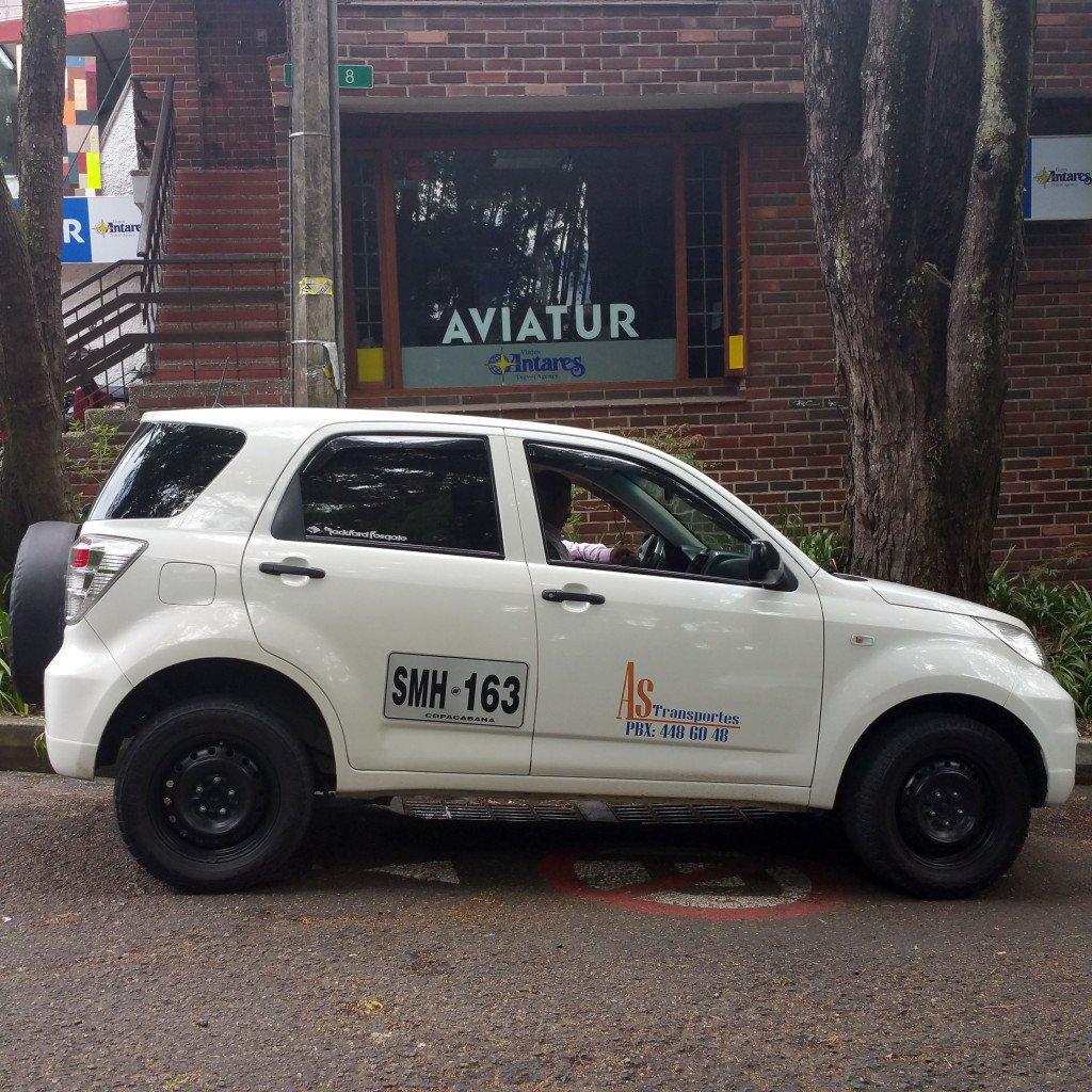 Taxi-compartido-blanco aeropuerto Medellin