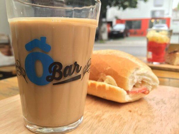 Ô de Casa Hostel desayuno café